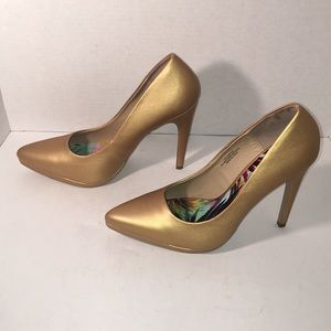 Brand New, Never Worn Gold Heels Size 11
